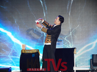 m6米乐平台大型魔术表演\川剧变脸\二人转\创意水管舞